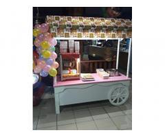 Тележку по продаже сладкой ваты и попкорна