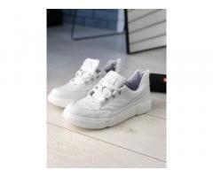 Продам мужские кроссовки белые