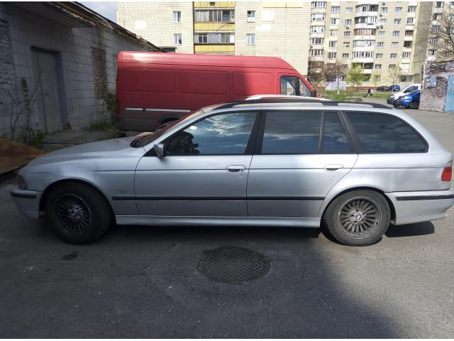 Срочно продам BMW 530 универсал - 1/4