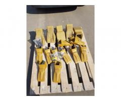 Зуби, коронки, пальці, адаптера на ковші для екскаваторів і навантажувачів