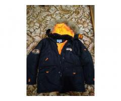 продам б\у практичную , удобную зимнюю куртку DONILO с капюшоном