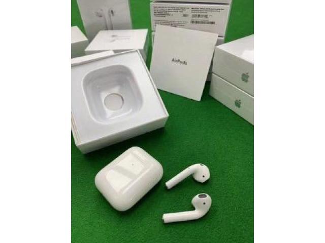Беспроводные наушники Apple AirPods 2 с беспроводным зарядным кейсом - 1/5