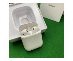 Беспроводные наушники Apple AirPods 2 с беспроводным зарядным кейсом