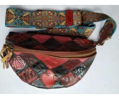 Стильная женская сумка в винтажном стиле с широким ремешком