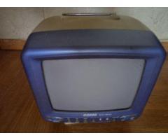Продам переносной черно белый телевизор можно смотреть T2