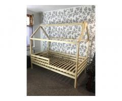 Детский домик кроватка.